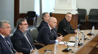 Активни огнища в момента няма, тенденциите са положителни и вероятно съобщаването на данните от щаба също ще претърпи промяна, обявиха членовете му. СНИМКА: Министерски Съвет