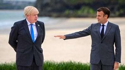 Борис Джонсън и Макрон (вдясно) си поговориха на четири очи. СНИМКА: Снимка: Bloomberg L.Р.