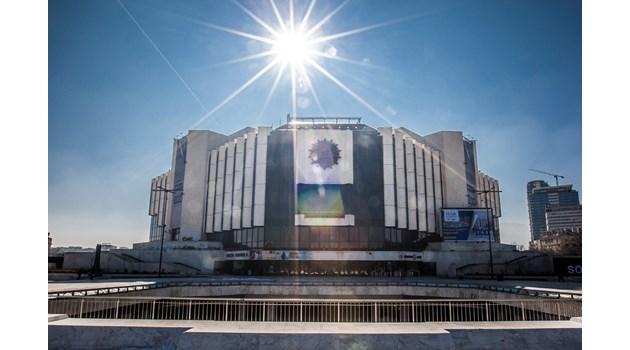 """Тайните символи на НДК:  Дворецът """"гори"""" за прослава на Слънцето и Богинята майка"""