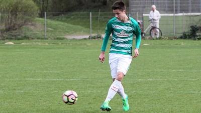 """С екипа на """"Вердер"""" Илия Груев се превърна в железния боец на германския футбол до 19 г., като го направи, преди да е навършил 18 г."""