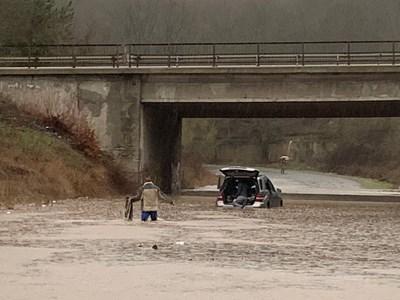 """Подстъпите към хижа """"Странджа"""" край Бургас бяха наводнени, след като река Отманлийска преля."""