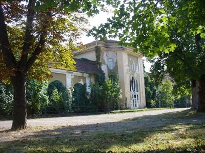 Сградата на първото българско казино във Вършец днес е оставена на произвола на съдбата и на милостта на времето. СНИМКА: Ваньо Стоилов