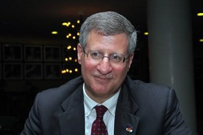 Съдия Ричард Гейбриъл е роден през 1962 г. в Бруклин, Ню Йорк. Завършил е американски науки в Йейлския университет през 1984 г. През 1987 г. получава докторска степен по правни науки от Юридическия факултет в университета в Пенсилвания. Преминал е през всички позиции в съдебната система, а през 2015 г. е назначен за съдия във Върховния съд в Колорадо. Женен, с 2 деца СНИМКА: Пиер Петров