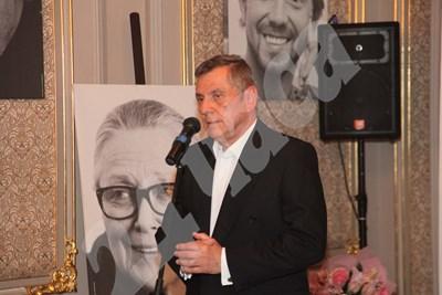 Иля Велчев представи книгата си. Снимки: Десислава Кулелиева и Румяна Тонева СНИМКА: 24 часа