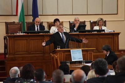 Борисов великодушно се отказа от проекторешението на ГЕРБ и прие компилиран вариант с това, което поиска БСП. СНИМКА: Снимки: Румяна Тонева