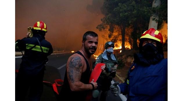 Огнен ад в Гърция. Майки, прегърнали децата си, станаха на пепел