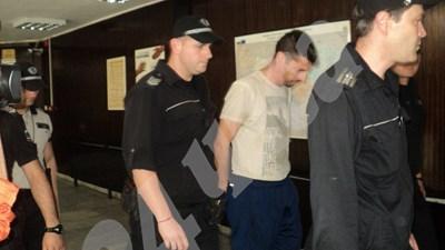 Окръжният съд в Благоевград гледа мярката за неотклонение на бившия футболист Марио Метушев СНИМКИ: Тони Маскръчка СНИМКА: 24 часа