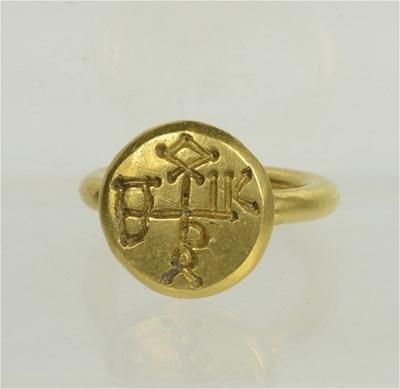 Пръстенът с монограм, принадлежал на хан Кубрат. Снимки министерство на културата