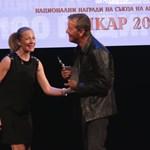 Валери Йорданов получава наградата си... Снимки РУМЯНА ТОНЕВА