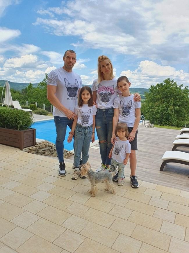 Тяна и Иво с трите им деца