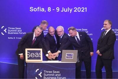 """Президентът Румен Радев посрещна 9 свои колеги в София при домакинството на срещата на върха по """"Три морета""""."""