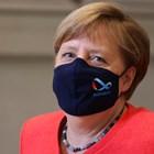 Меркел се появи в Бундестага с черна маска с логото на германското председателство на ЕС.