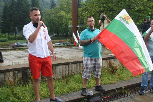 """Координаторите на """"Има такъв народ"""" за област Смолян Асен Кехайов (вляво) и Евгени Семерджиев са сред организаторите на протестите в Смолян."""