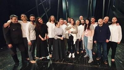 Радина Думанян се върна в театъра, качи и бебето си на сцената