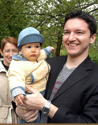 С по-големия си син Йоан преди 6г., когато води първата си предизборна кампания за евродепутат.