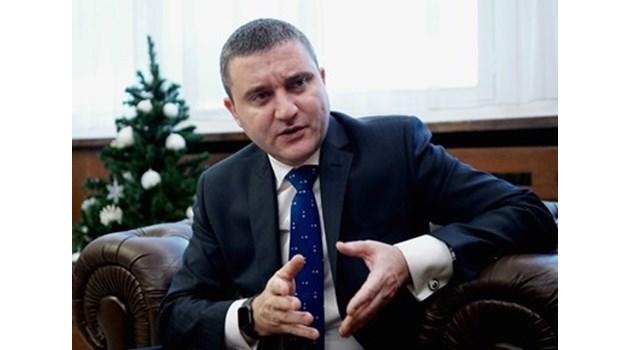 Горанов: България може да плати наведнъж сумата по сделката за изтребителите F-16