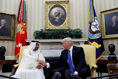Престолонаследникът на Абу Даби Мохамед бин Зайед с американския президент Доналд Тръмп СНИМКА: РОЙТЕРС