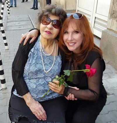 Винаги, когато е в България, Кичка Бодурова се среща със Стоянка Мутафова. СНИМКА: Архив
