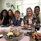 Английска телевизия нае 5 майки да създадат етичен порнофилм.