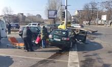 Един загина при катастрофа на столично кръстовище (Снимки)