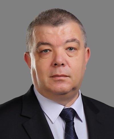 Д-р Стоил Апостолов.