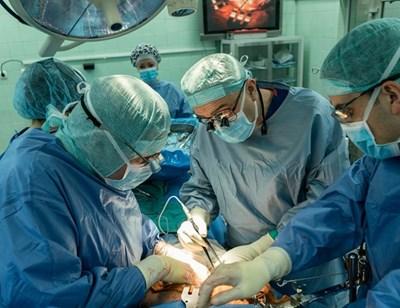 През ноември проф. Никола Владов, шеф на Клиниката по чернодробно-панкреатична хирургия на ВМА и специалисти от Европа обмениха опит в най-новите безкръвни методи при лечение на рак на панкреаса.