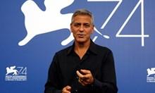 Джордж Клуни катастрофира с мотор на път за снимачната площадка в Сардиния, в болница е (обновена)