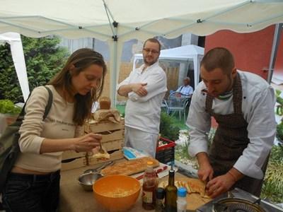 Пловдивският кулинар - шеф Росен Чакъров, ще демонстрира как се приготвят вкусни ястия с фермерски продукти и свежи зеленчуци от местните стопанства. СНИМКА: АРХИВ