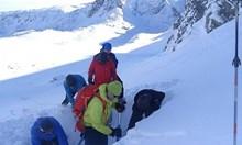 Дете, затрупано под лавина във френските Алпи оцеля по чудо. Откриха го живо след 40 минути