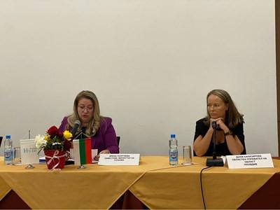 Зам.-министърът на туризма Ирена Георгиева и Дани Каназирева в Хисаря.