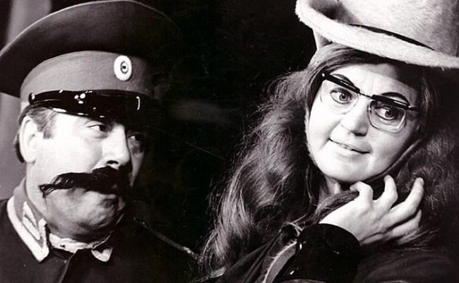 Калоянчев и Лолова в сцена от спектакъла