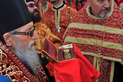 Бургас е един от малкото градове в света, където се съхраняват мощи на светеца.