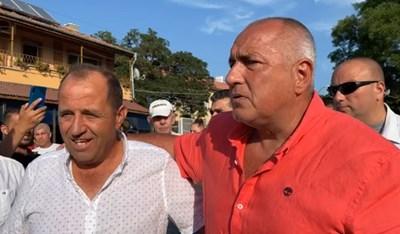 Бившият премиер и лидер на ГЕРБ Бойко Борисов бе в поморийското село Бата. Кадър и видео Фейсбук/Бойко Борисов