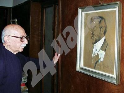 Траян Радев пред портрета на своя баща - големия дипломат Симеон Радев СНИМКА: 24 часа