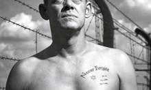 Наследникът на палача от Аушвиц носи еврейска звезда и агитира срещу нацизма