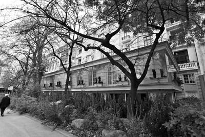 Това е един от имотите на банкера Цветан Василев. Делото срещу него е спряно.