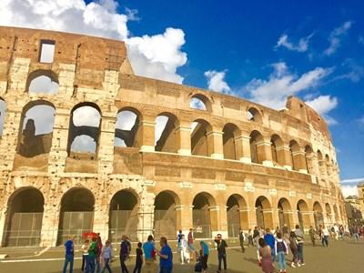 Изграждането на Колизея започва още преди 2091 г., но е открит през 80 г.сл.Хр.