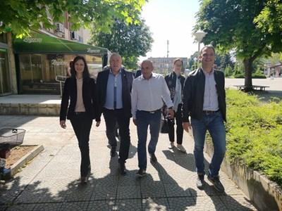 Водачът на листата на ГЕРБ-СДС за евроизборите Мария Габриел се срещна днес с кмета на община Любимец инж. Анастас Анастасов. Снимки ГЕРБ