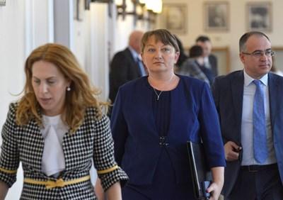 Вицепремиерката Марияна Николова и социалната министърка Деница Сачева представиха новият проект на 60/40 пред бизнес и синдикати.