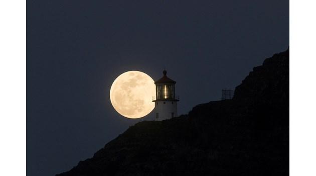 Втората за годината супер Луна