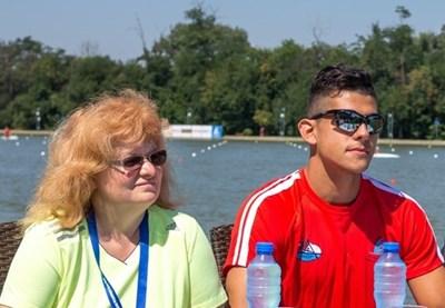 Изпълнителният директор на Българската федерация по кану-каяк Евелина Петрова и новата звезда на българския кану-каяк Ангел Кодинов.