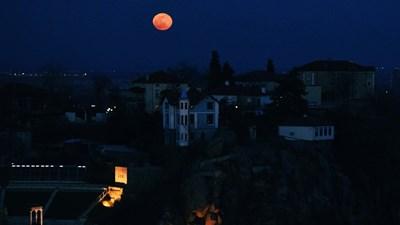 Тази вечер ни се показа първата от 4-те Супер Луни за 2020 г. Снимки: Авторът