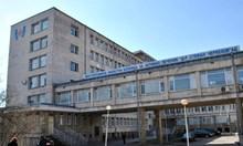 Приеха в търновската болница братчето на починалия от COVID-19 абитуриент