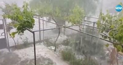 Ураганен вятър и мощна градушка удариха Старозагорско Кадър: NOVA