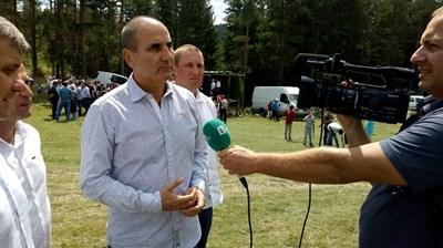 Цветан Цветанов в село Грашево СНИМКА: ПП ГЕРБ