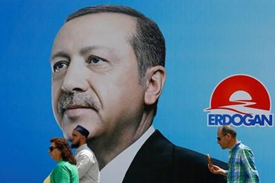 Плакат на Ердоган за предстоящите избори в неделя СНИМКА: Ройтерс