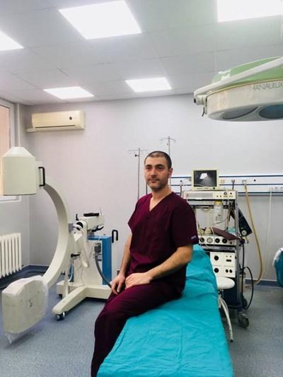 """Д-р Калоян Йорданов"""" в операционната на Отделението по ортопедия и травматология"""