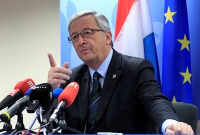 Жан-Клод Юнкер обяснява напредъка на Румъния. СНИМКА: РОЙТЕРС