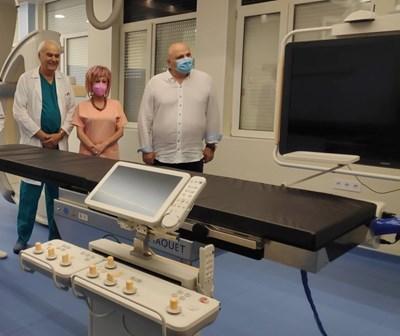 Д-р Стефан Филев и екипът му представиха новата хибридна операционна зала