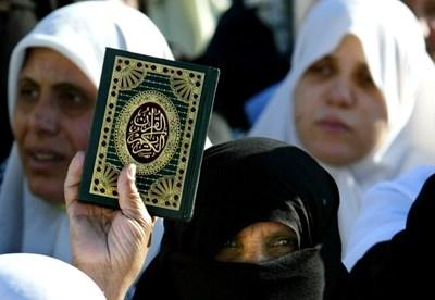 """""""168 часа"""": Митове и истини за исляма. Какво да прави мъжът преди да бие жена си"""